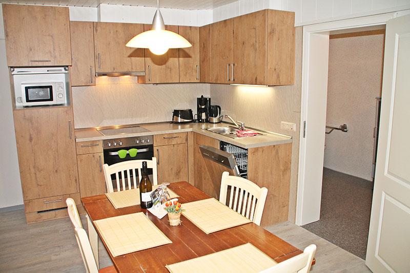 Wohn /Esszimmer 2 Separate Schlafzimmer (1x Doppelbett, 2x Einzelbett)  Küche Bad Grosse Terrasse Kostenloser Internetzugang